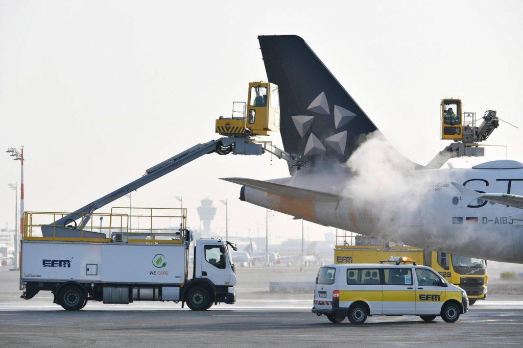 Elektrisches Enteisungsfahrzeug Flughafen München