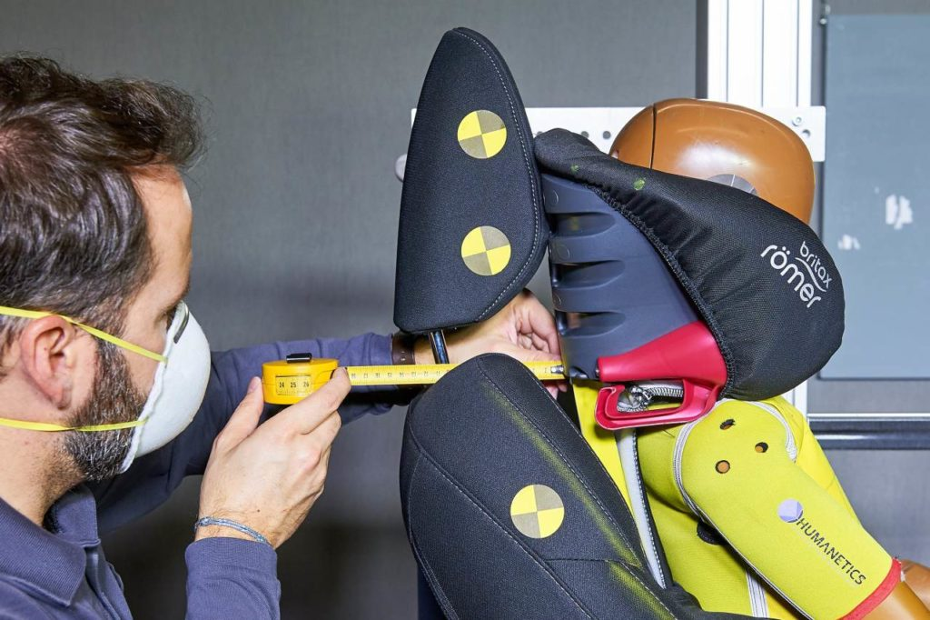 Kindersitz Ausbau Kopfstütze Sicherheitstest