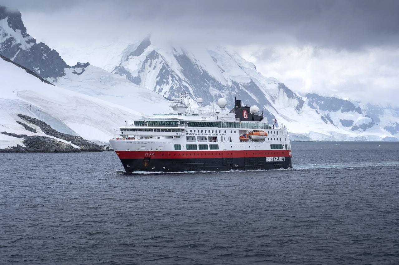MS Fram in antarktischen Gewässern