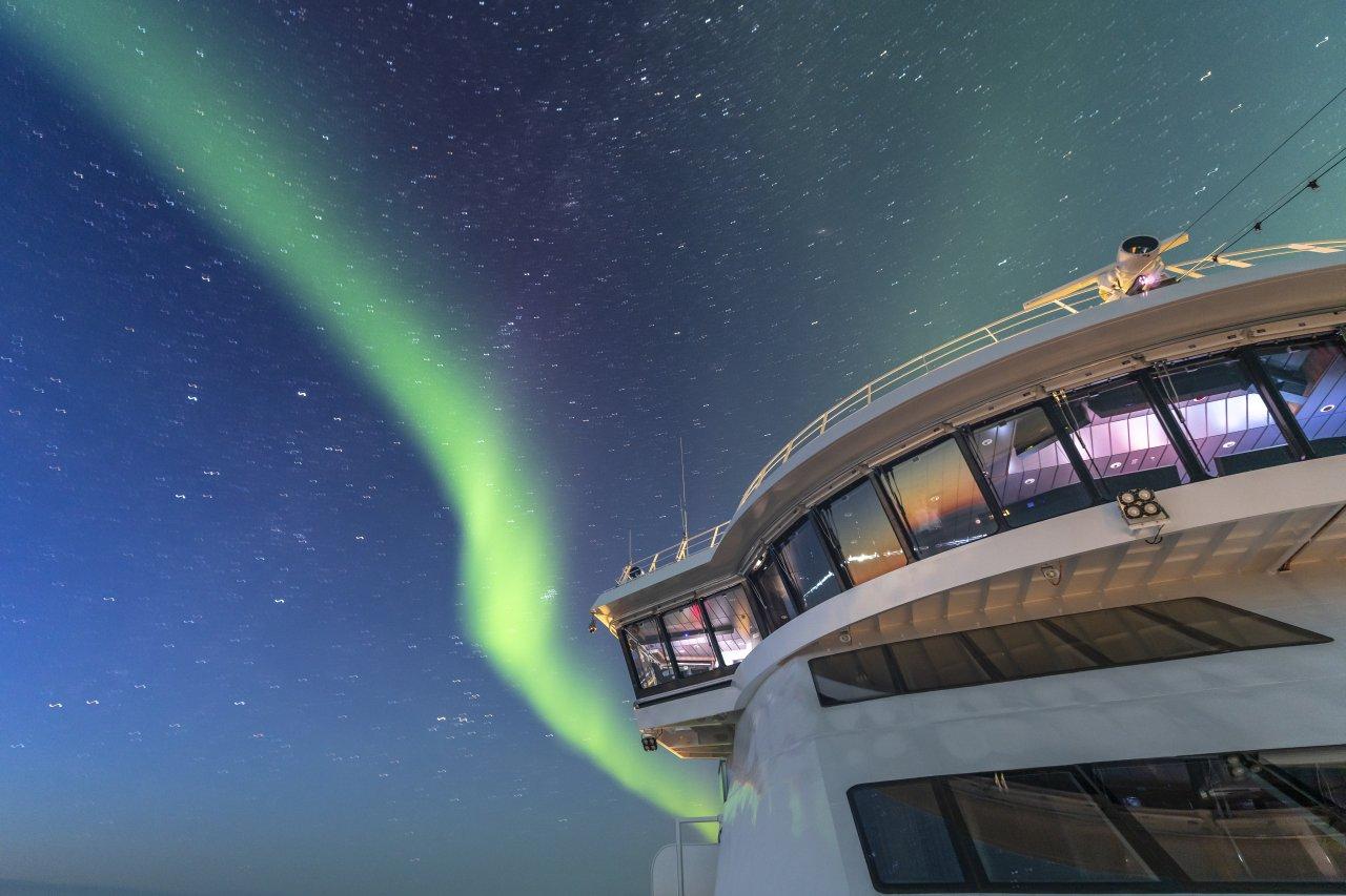 Nordlicht über der MS Roald Amundsen