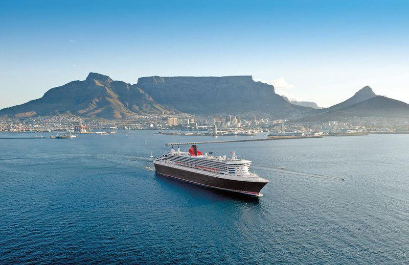 Queen Mary 2 vor Kapstadt