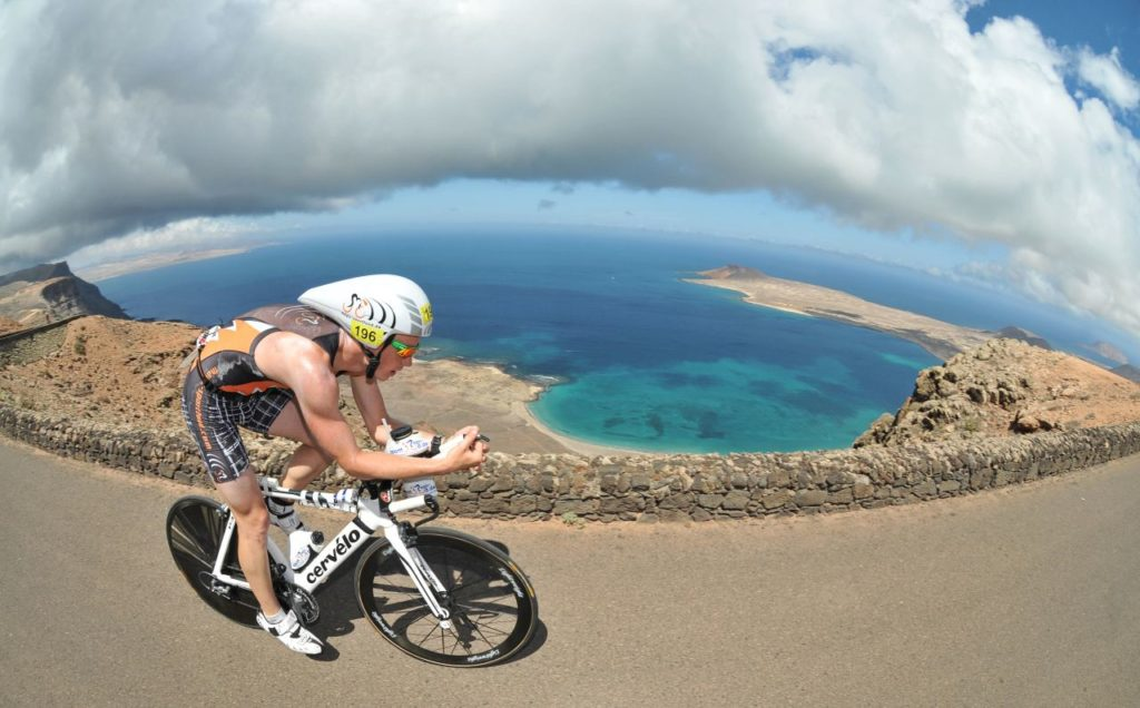 Rennradfahrer Lanzarote Meerblick
