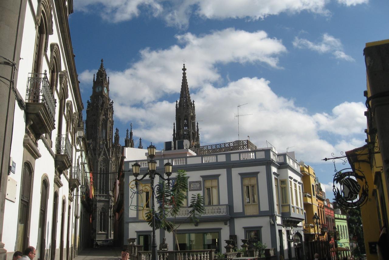 Stadtzentrum von Arucas mit dem Dom