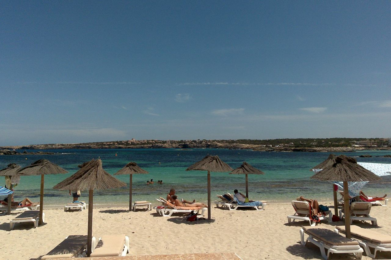 Strand Es Pujols Formentera