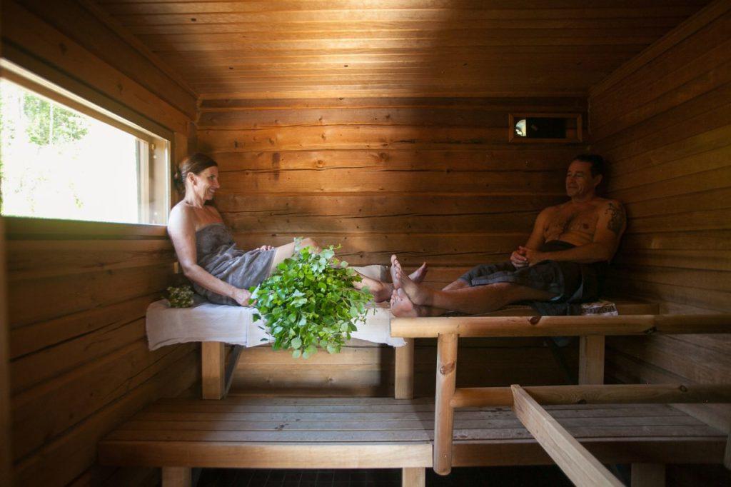 Finnische Holzsauna in der Råmossa Lodge