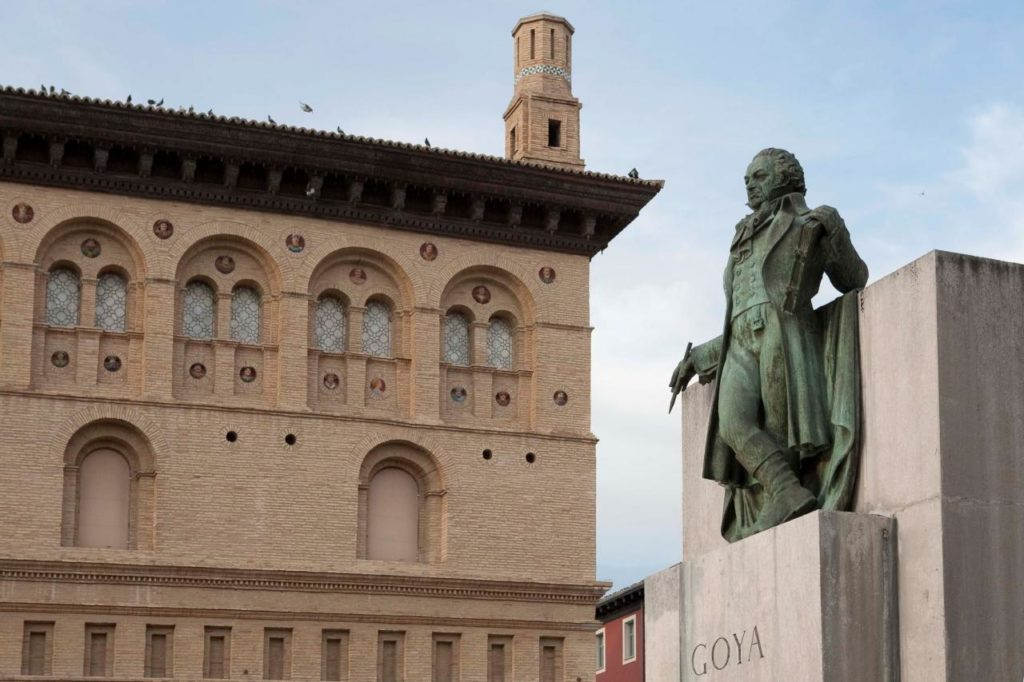 Goya-Denkmal vor der Lonja in Zaragoza