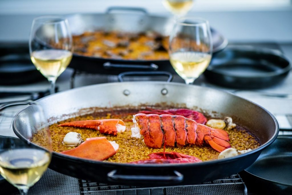 Paella Kreation im Paella Restaurant Xiquet