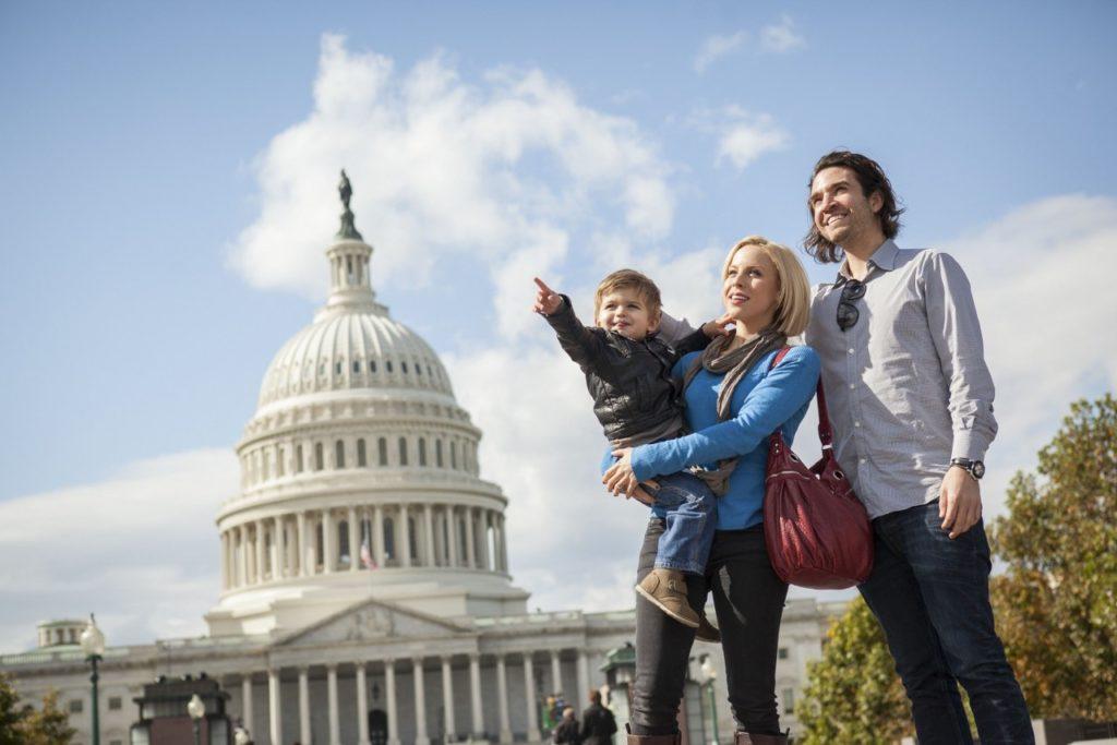 Familie vor dem Capitol Building in Washington,DC