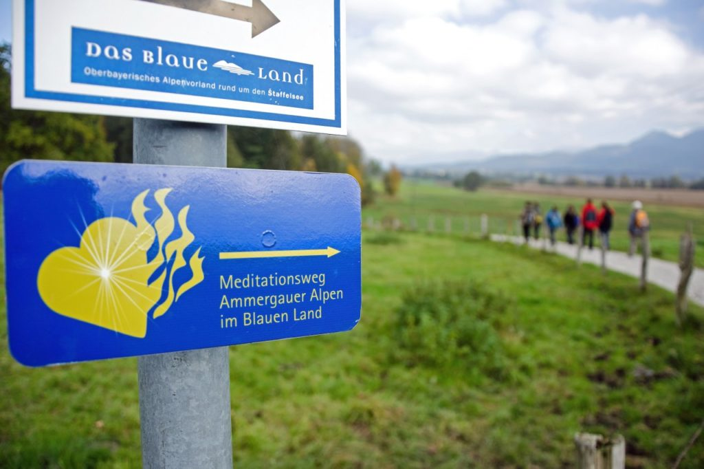 Wegweiser Meditationsweg Ammergauer Alpen