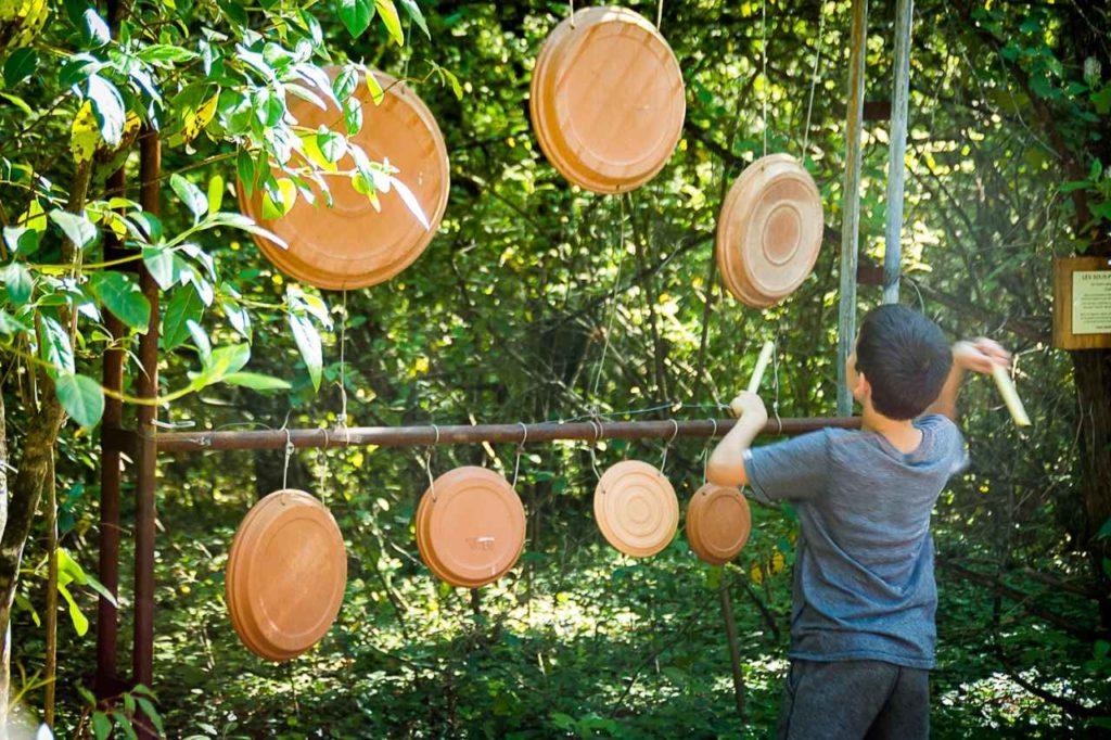Klangparcours im Waldpark Aoubré