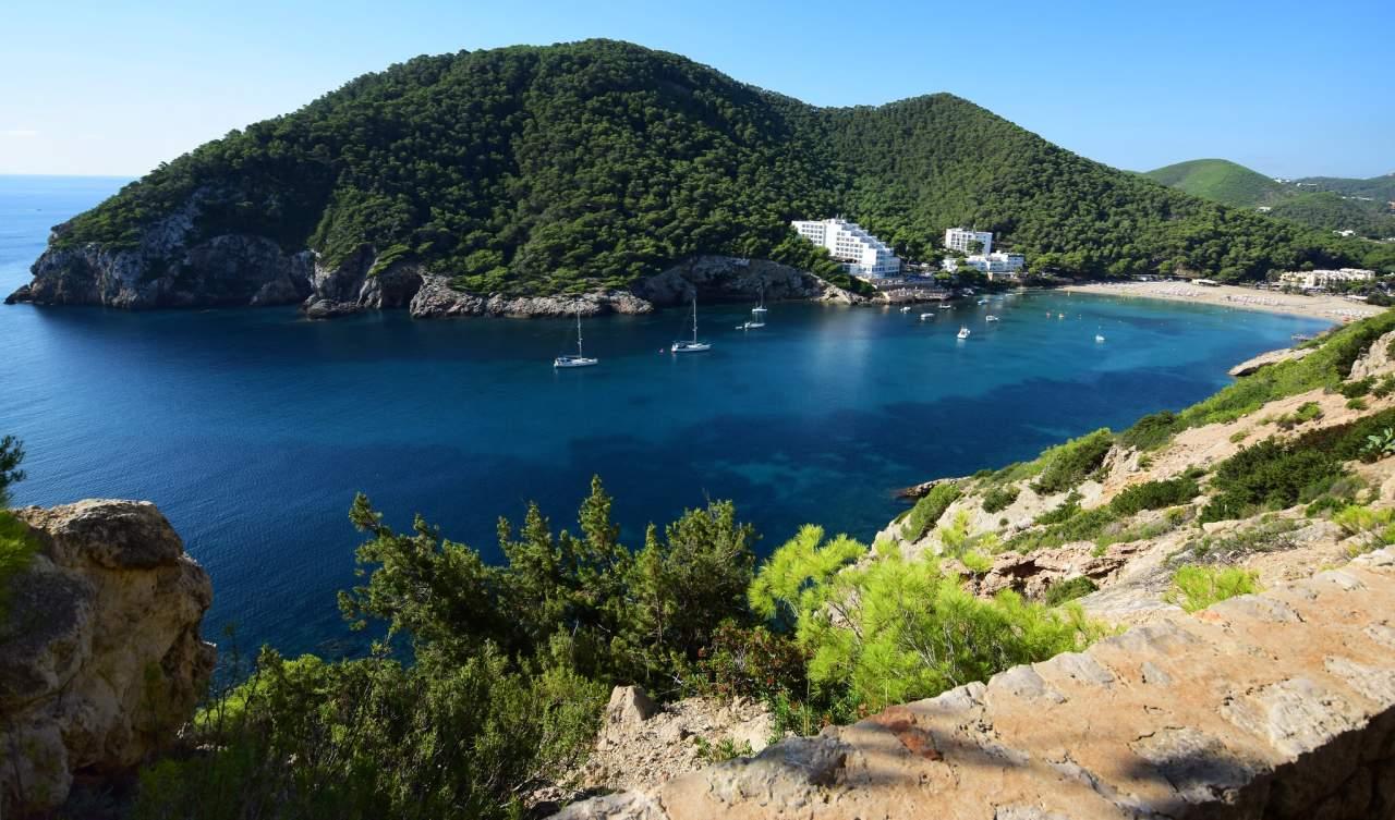 Cala Llonga Bucht und Strand
