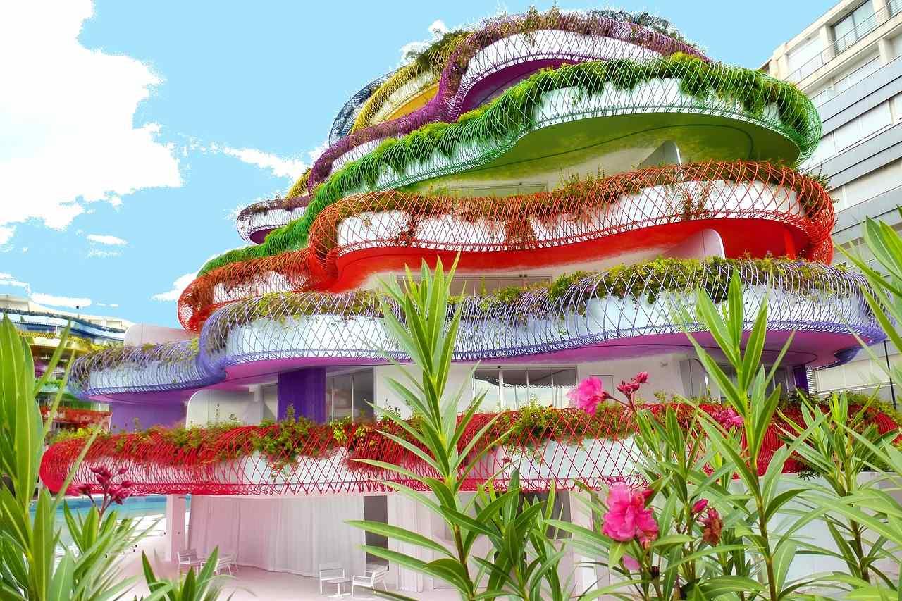 Farbenfroher Wohnblock auf Ibiza