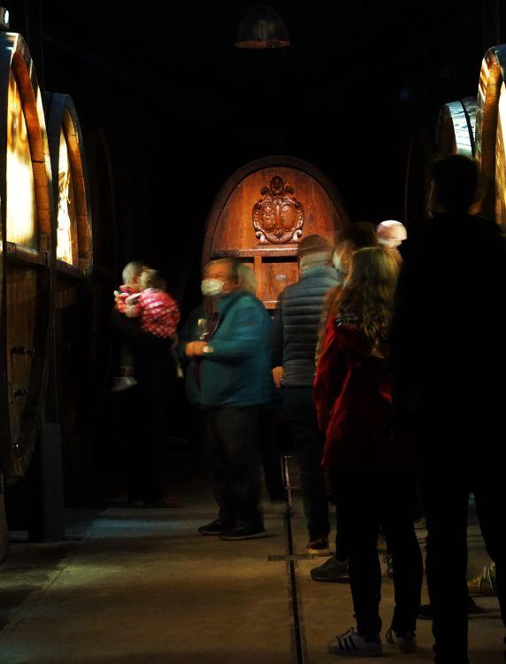 Weinfässer Kinoleinwand Weingut Zeyssolff