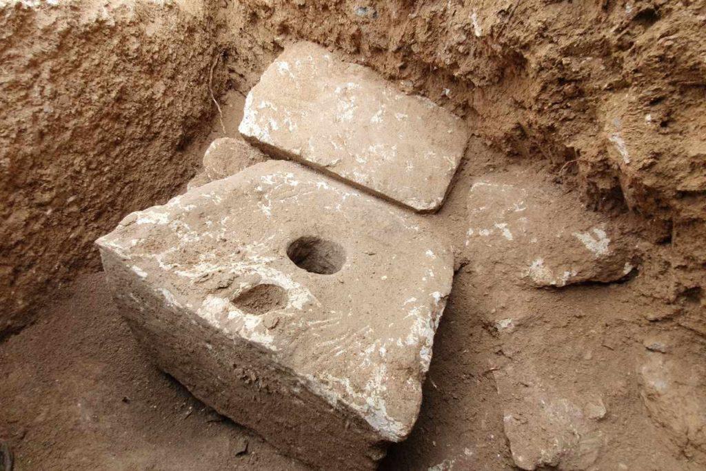 Ausgrabung Armon Hanatziv antike Toilette