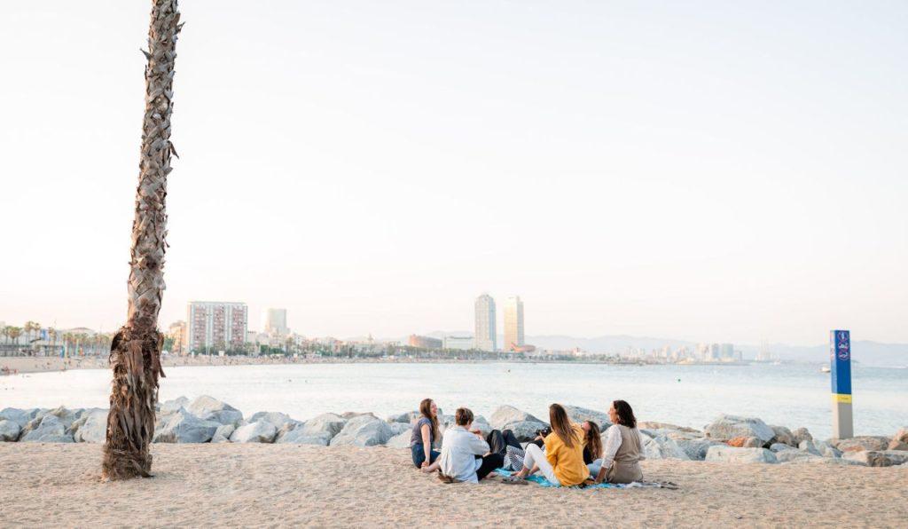 Freisen Sit In Strand Barcelona