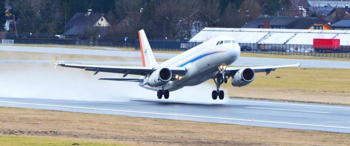 DLR Forschungsflugzeug vor dem Aufsetzen Flughafen Salzburg