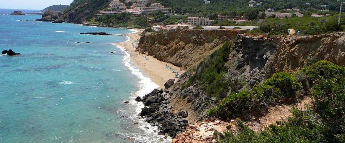 Es Figueral Strand Küste