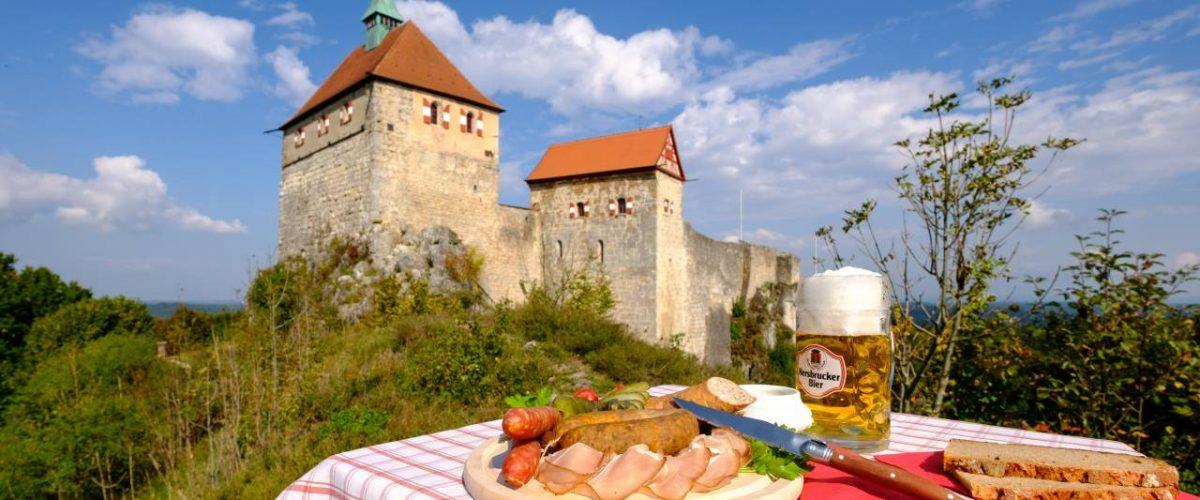 Fränkische Wurstplatte vor Burg Hohenstein