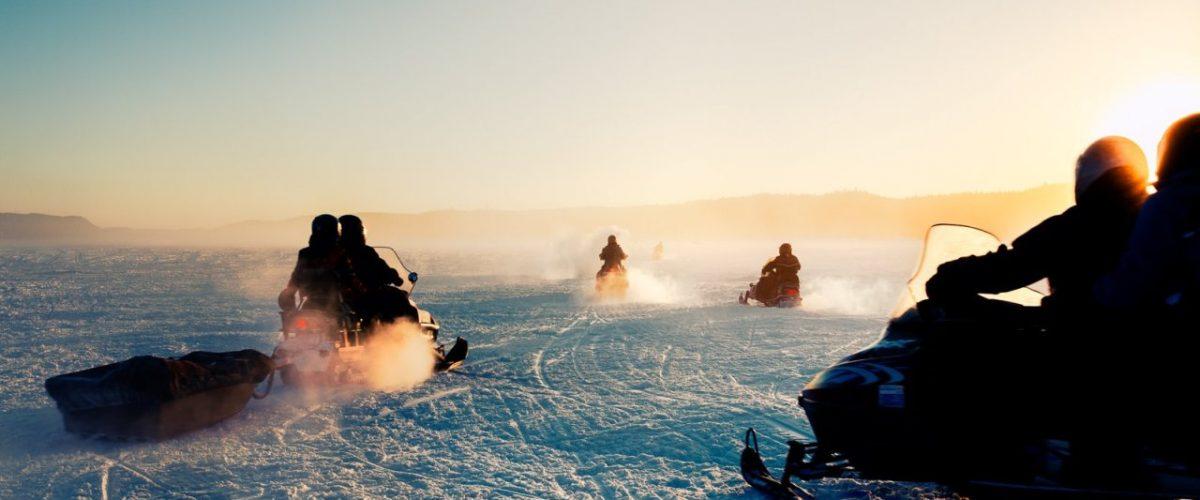 Mit dem Snowmobil über den Lake Superior