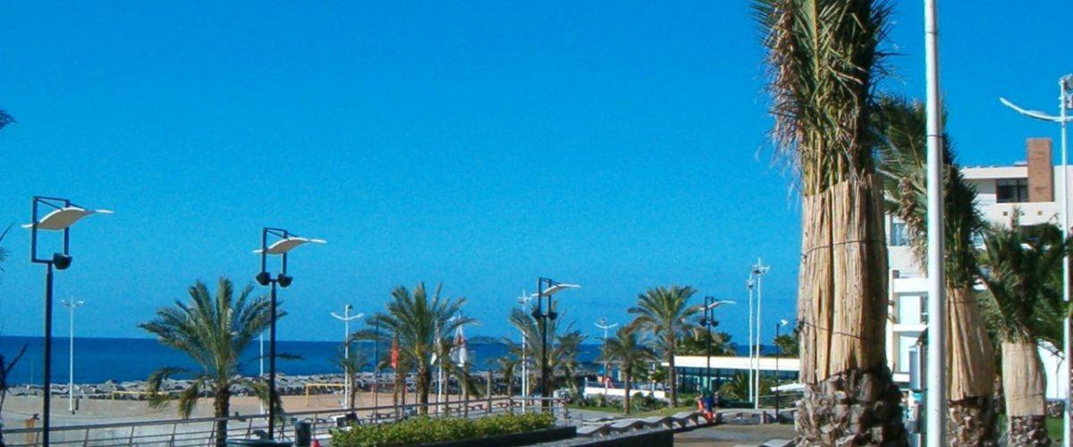 Promenade beim Yachthafen von Calheta