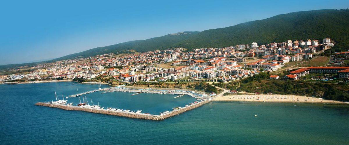 Sveti Vlas mit Hafen und Strand