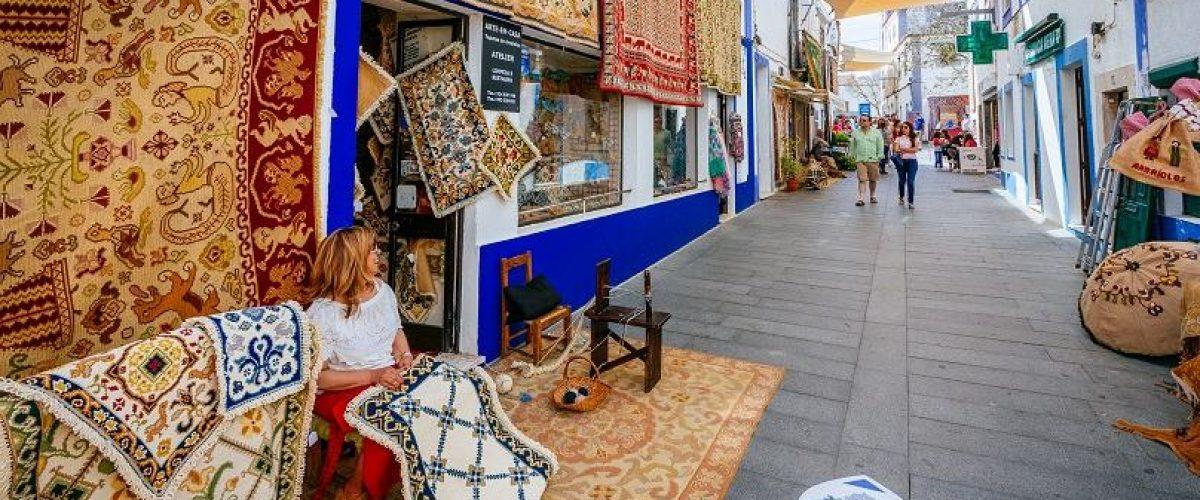 Teppichhändler in der Altstadt von Arraiolos